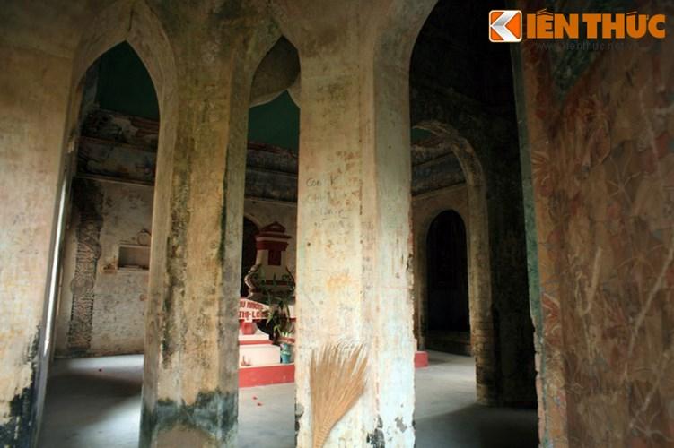 Lang mo co phong cach Viet - Hoa - Phap - Khmer doc nhat VN-Hinh-14 Đáng tiếc rằng, sau nhiều thập niên bị bỏ hoang, mộ ông Hàm đã xuống cấp nghiêm trọng.