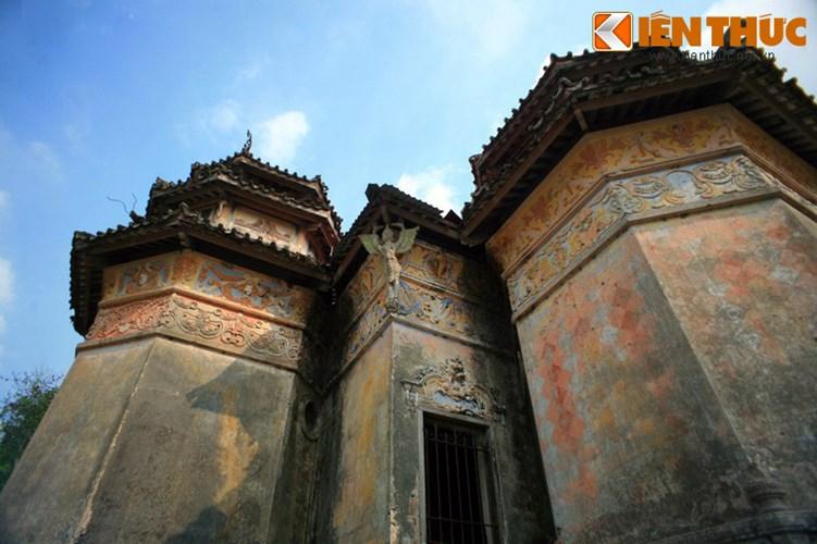 Lang mo co phong cach Viet - Hoa - Phap - Khmer doc nhat VN-Hinh-3 Khu lăng mộ hoành tráng của ông do kiến trúc sư Trần Công Quan ở Sài Gòn thiết kế, nhóm thợ Sóc Trăng, Cần Thơ khởi công năm 1944, hoàn thành năm 1947. Công trình được xây dựng bằng xi măng Hải Phòng cùng gạch, ngói, gỗ.