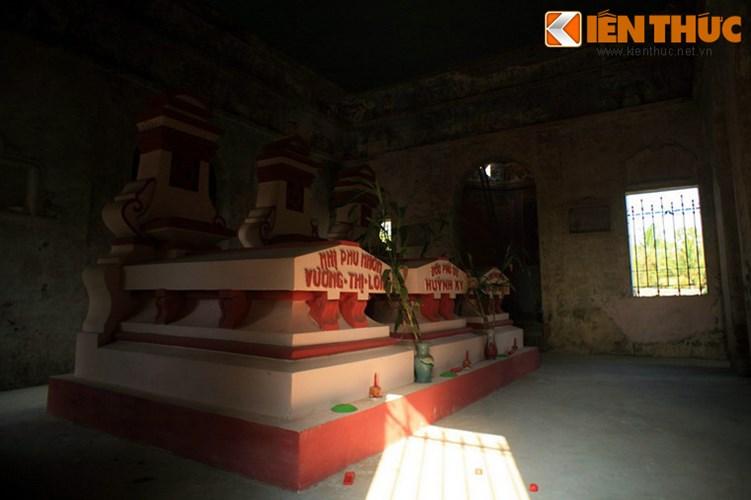 Lang mo co phong cach Viet - Hoa - Phap - Khmer doc nhat VN-Hinh-6 Gian nhà lục giác ở giữa là nơi có mộ phần của ông Hàm, hai bên là mộ phần hai vị phu nhân.