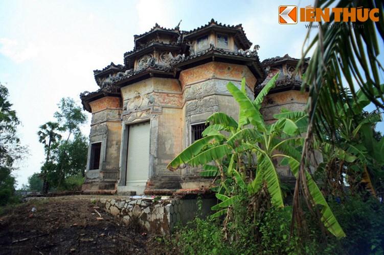 Ấp Bà Mi, xã Hòa Ân, huyện Cầu Kè, tỉnh Trà Vinh có một công trình kiến trúc mang giá trị nghệ thuật rất độc đáo, thường được người dân trong vòng gọi là mộ ông Hàm.