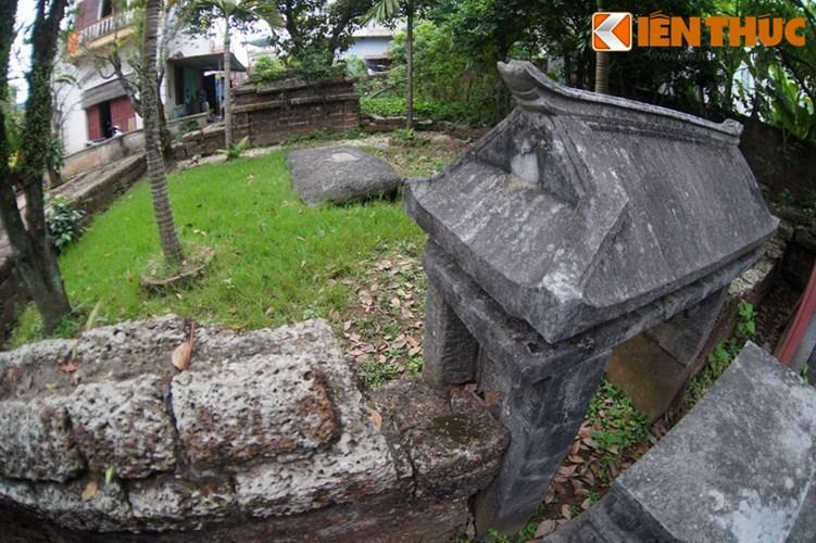 """Xot xa tuyet tac lang mo da co """"chong nang"""" o Ha Noi-Hinh-14 Nơi đặt mộ phần Quận công Phạm Mẫn Trực nằm sau khu nhà bia."""