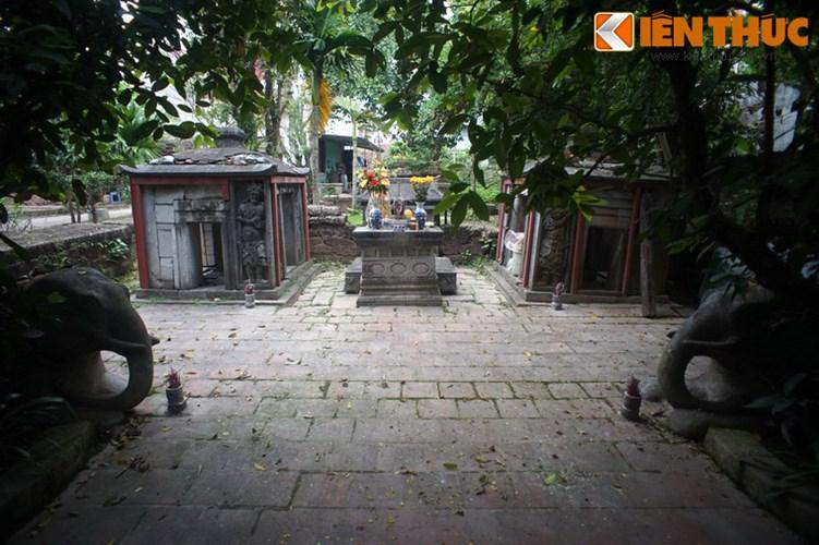 """Xot xa tuyet tac lang mo da co """"chong nang"""" o Ha Noi-Hinh-5 Hai bên sân lăng có cặp voi đá lớn."""