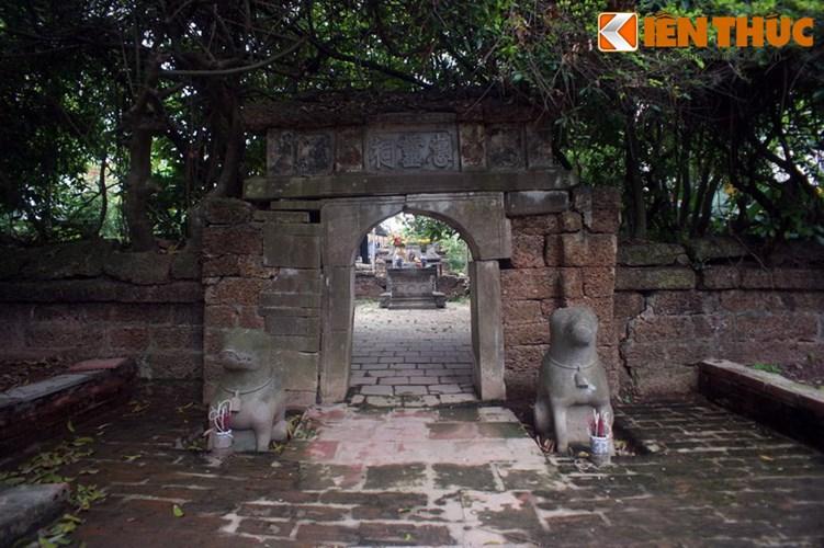 Ngoài lăng Quận công Phạm Đôn Nghị, xã Lại Yên, huyện Hoài Đức, Hà Nội còn một khu lăng mộ đá cổ khắc được công nhận là di tích quốc gia. Đó là khu lăng mộ của Quận công Phạm Mẫn Trực.