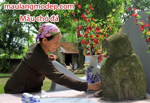 Chó đá canh đình Phù Trung, xã Thượng Mỗ (Đan Phượng, Hà Nội) được người dân coi là thần cẩu. Ảnh: Hoàng Phương.