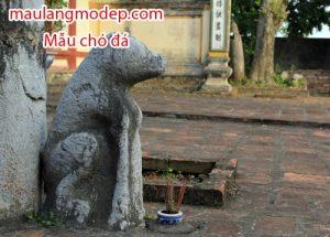 Chó đá canh trước phủ quận công Nguyễn Ngọc Trì (Hát Môn, Phúc Thọ, Hà Nội). Ảnh: Hoàng Phương.