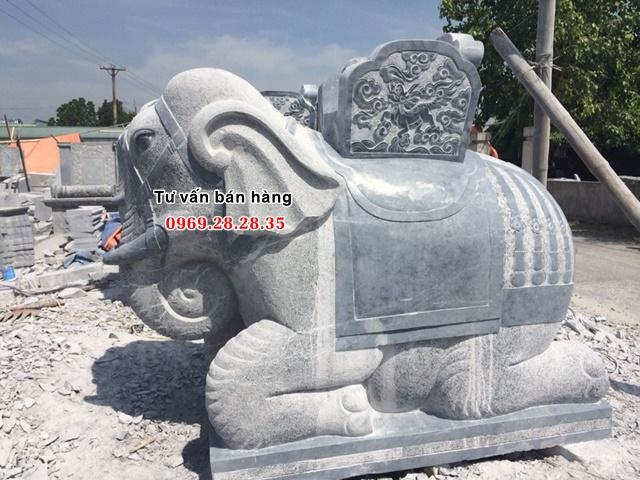 Điêu khắc voi bằng đá khối