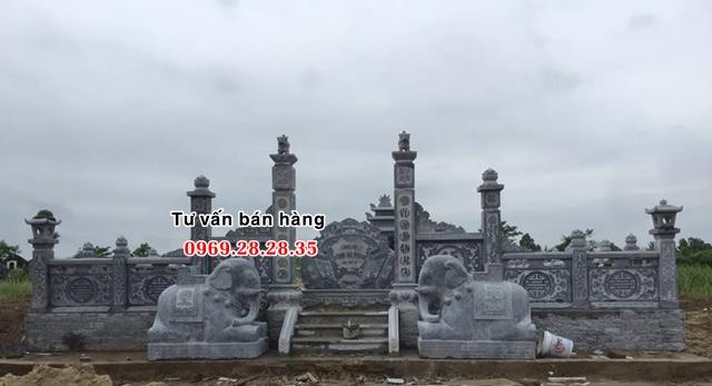 Tượng voi quỳ lắp đặt tại khu lăng mộ đá